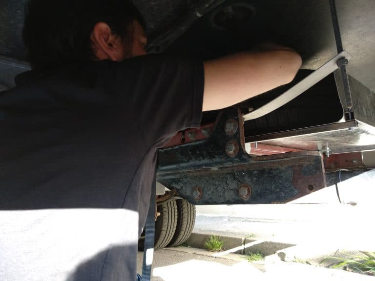 Roue de secours sous le chassis